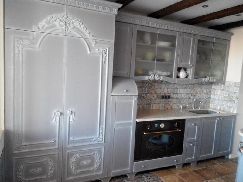 кухня с резьбой ретро