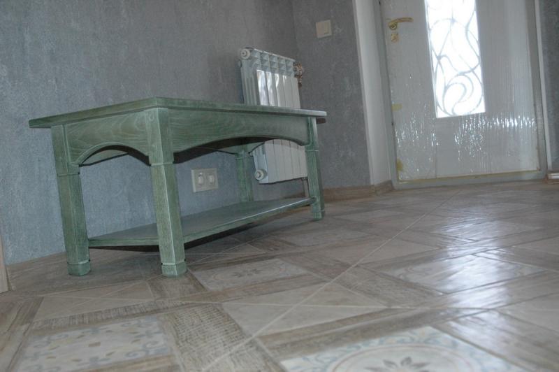 столик в прихожую