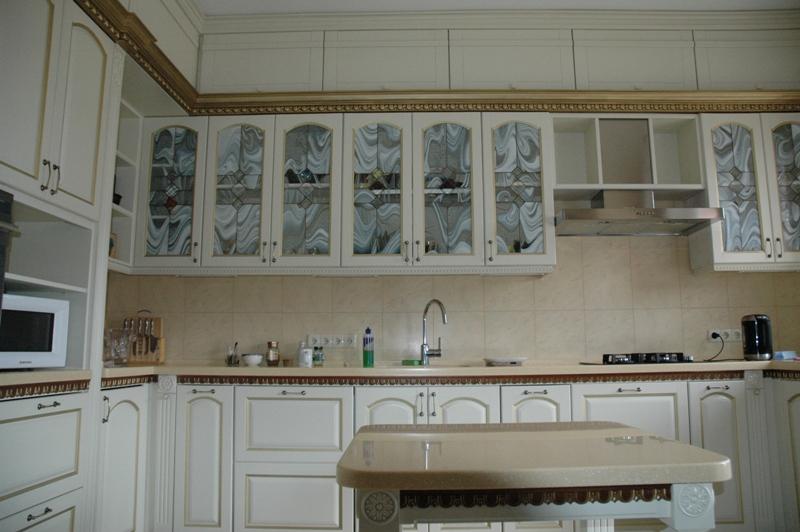 кухня фасады с с витражамы