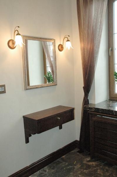 подвесной столик, зеркало